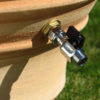 Vattentunna med tappkran. | Krukor