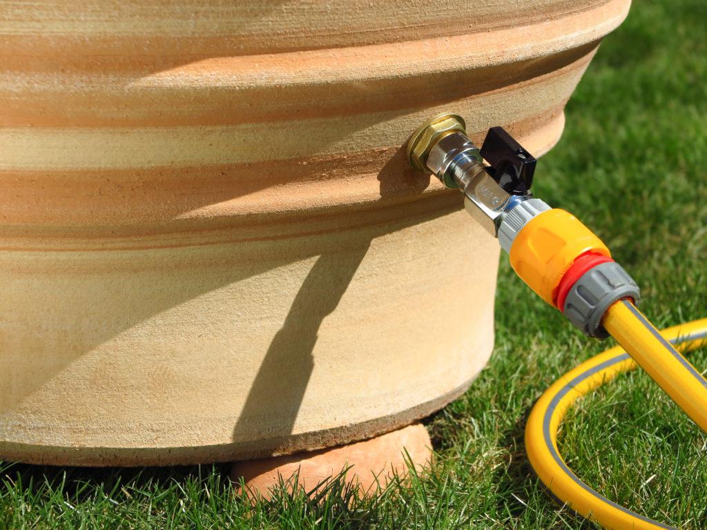 Vattentunna med kran | Terrakottakrukor