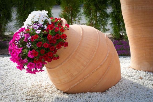 Urnor med patina. Stora urnor av terrakotta. Terrakottaurnor. Unika, stora urnor.