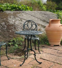 Stor urna med öron. Stora urnor av terrakotta. Handgjorda urnor från Kreta.