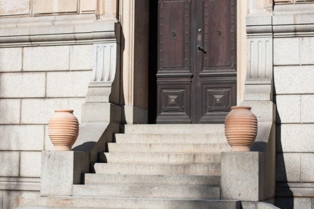 Stor urna. Handgjord urna. Urna av terrakotta. Terrakottaurna.
