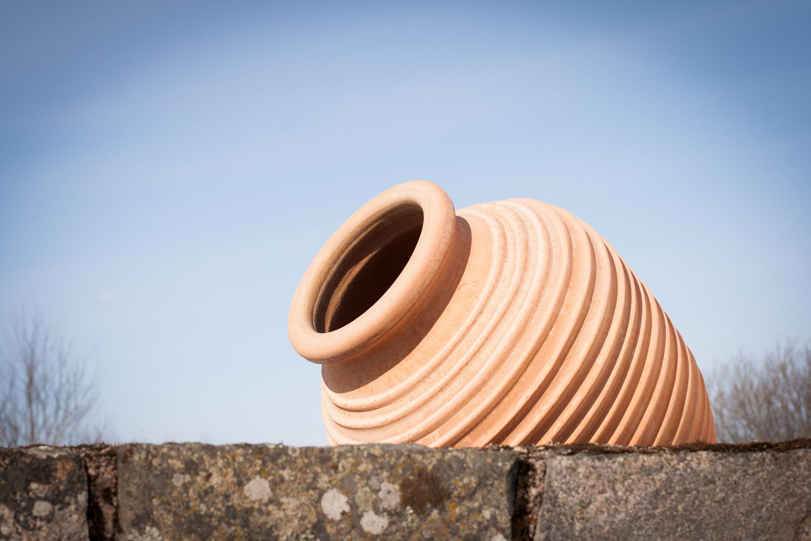 Handgjord urna. Stor urna. Hårdbränd terrakottaurna.