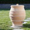 Vattentunnan Fraska med lock i samma köldtåliga keramik som själva tunnan.